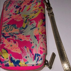 Lilly Pulitzer Bags - Lilly Pulitzer phone/wallet wristlet.